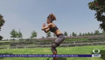 Ponte Fit: Cómo fortalecer piernas y glúteos con un resorte