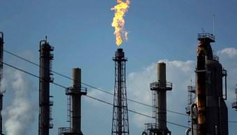 Precios del petróleo caen tras nueva amenaza de Trump
