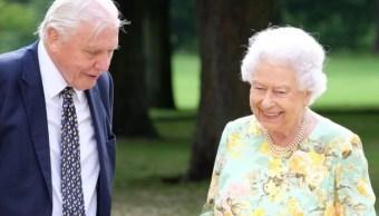 Reina Isabel II bromea sobre Trump y Obama