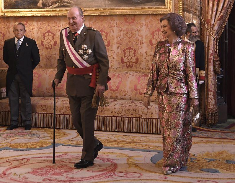 Letizia y doña Sofía, de nuevo amigas, posan sonrientes con Felipe