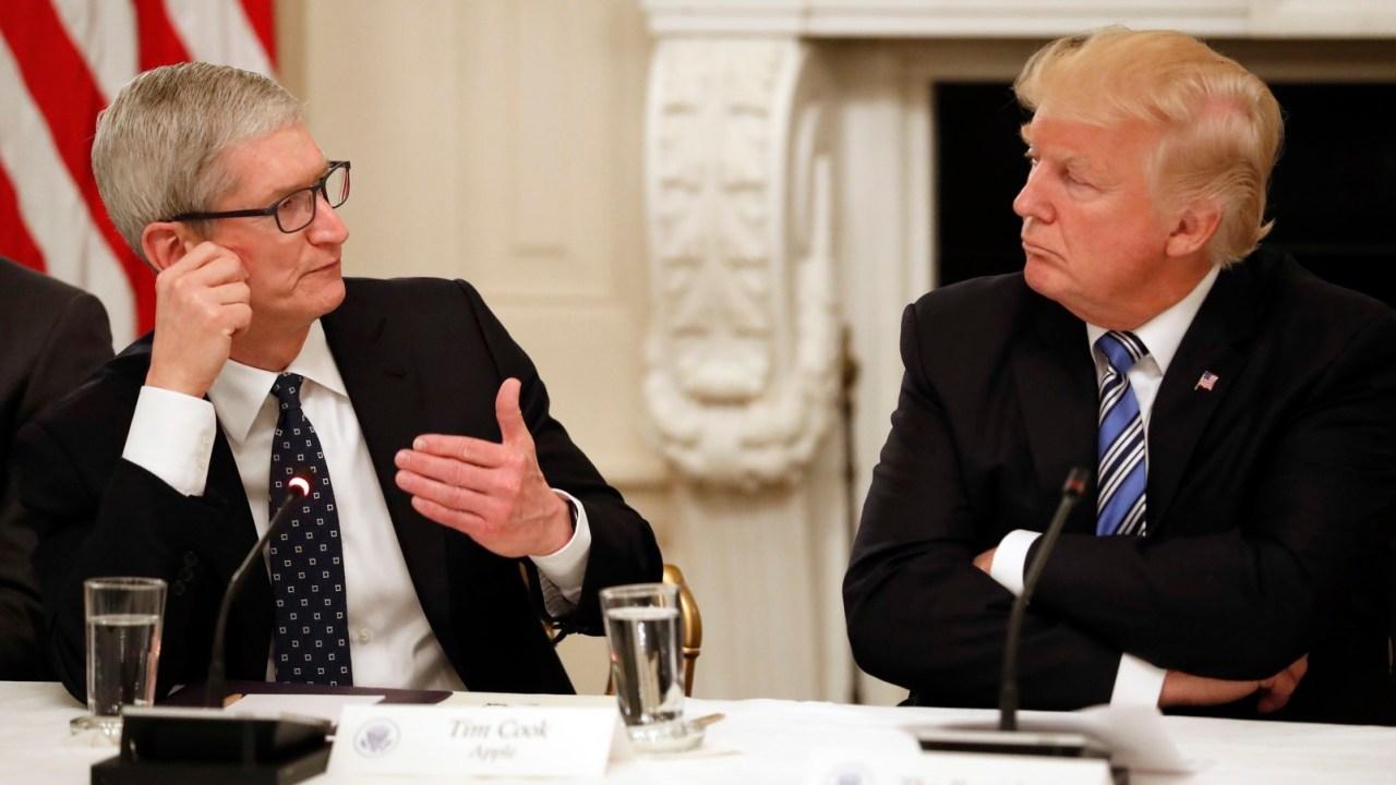 Trump se reúne con jefe de Apple