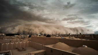 Tormenta de arena azota a Irán