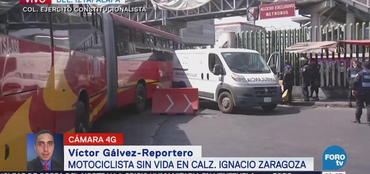 Unidad del Metrobús embiste a motociclista en calzada Ignacio Zaragoza