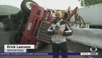 Volcadura de tráiler afecta la vialidad en Reyes Heroles, Tlalnepantla