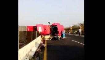 Volcadura de tráiler deja dos lesionados en carretera Xalapa-Veracruz