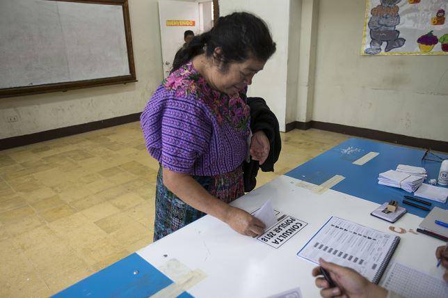 Guatemaltecos votan para decidir solución en conflicto limítrofe con Belice