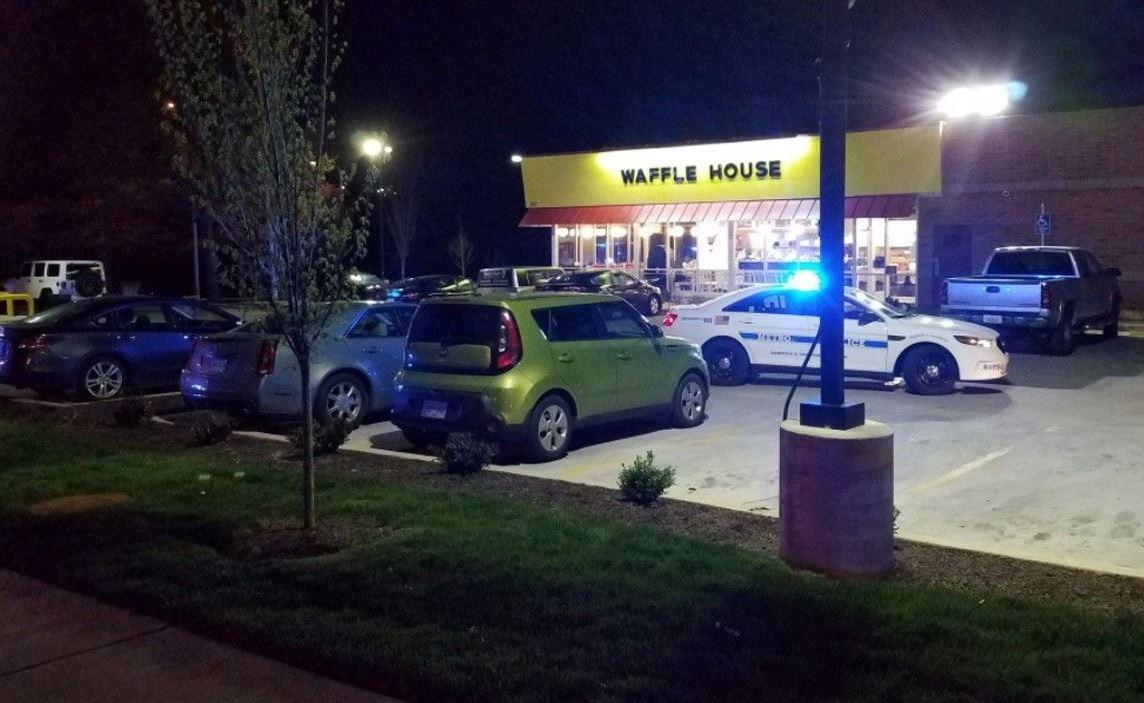 Sujeto mata a 4 personas en restaurante en Tennessee