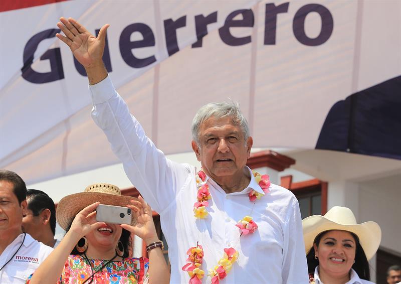 Retienen a Nestora Salgado por viajar con policías armados en Chilapa
