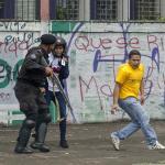 Enfrentamiento entre policías y estudiantes deja un muerto