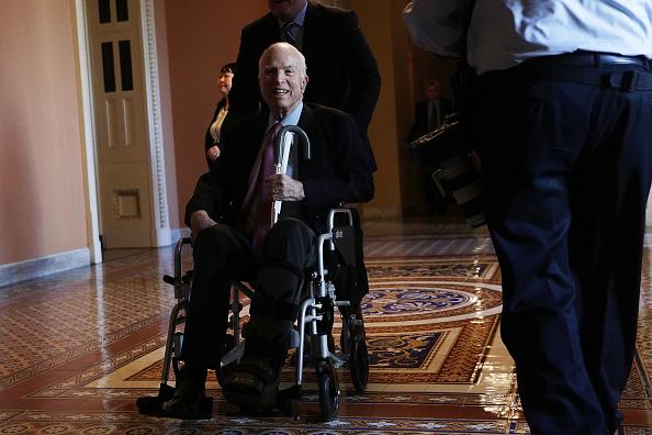 McCain, con cáncer cerebral, pide que Trump no acuda a su funeral