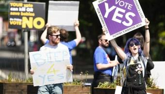 Irlandeses votan referéndum sobre legalización del aborto