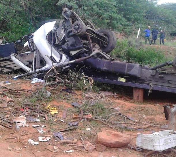 11 fallecidos y 13 lesionados tras vuelco de camión en Mérida