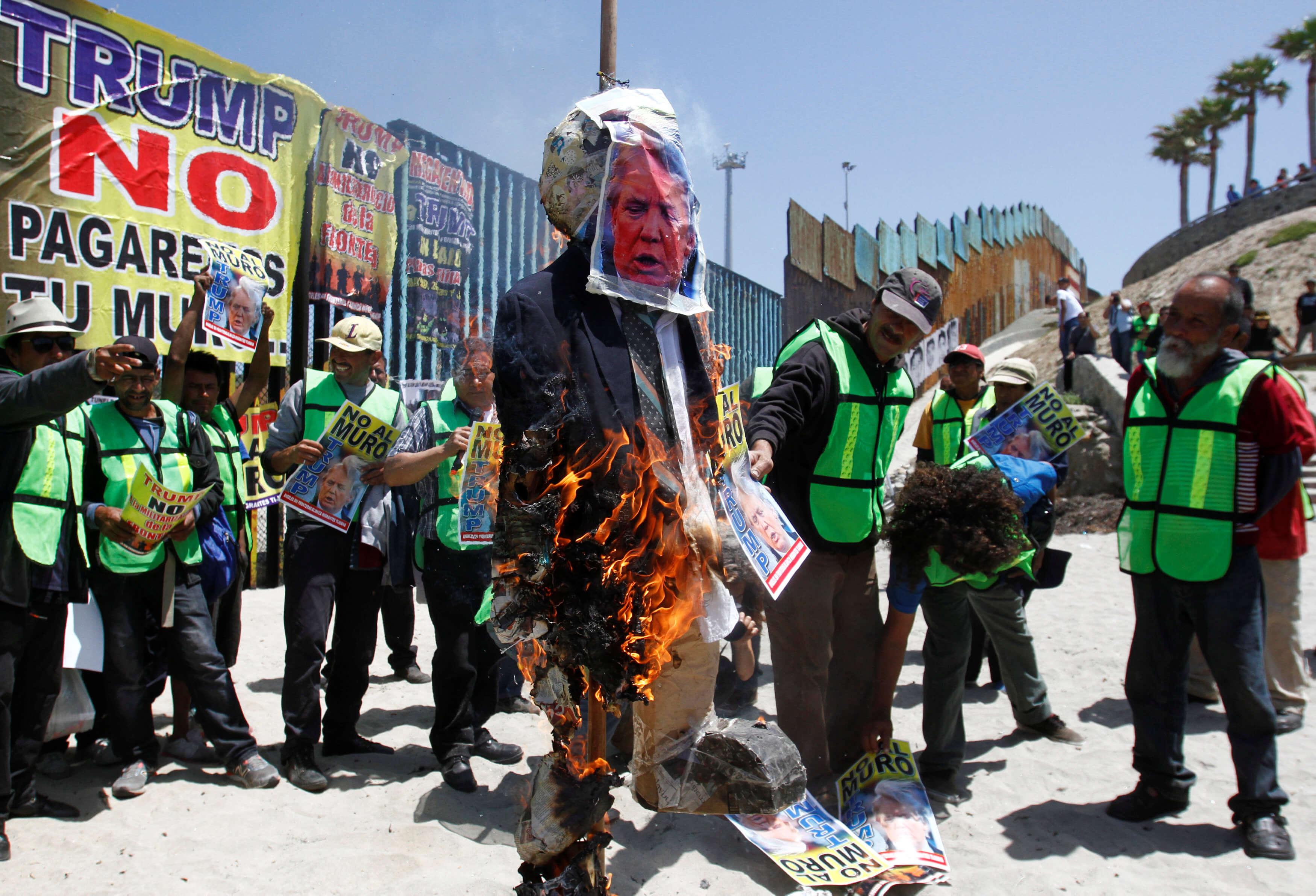 Migrantes marchan en Tijuana contra Trump