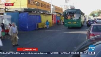 Basura dificulta tránsito sobre carril confinado de Eje 1 Oriente