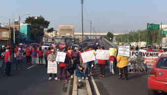 Bloqueo en Periférico y Tláhuac causa caos vial