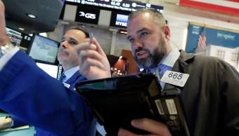 Bolsa de Nueva York abre a la baja atenta a negociaciones