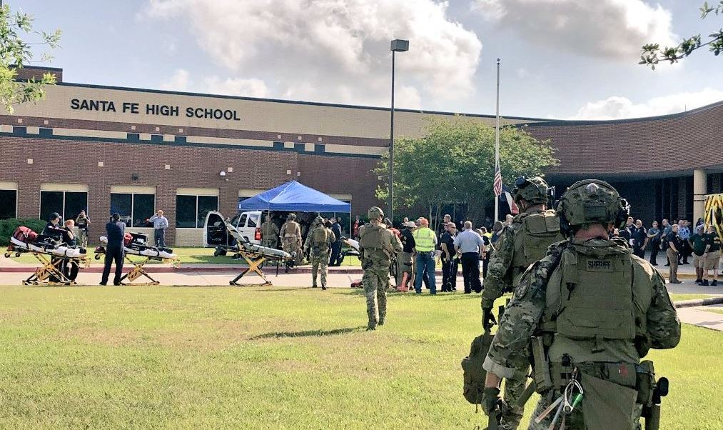 Reportan bomba cerca de la prepa en Texas, donde se registró tiroteo