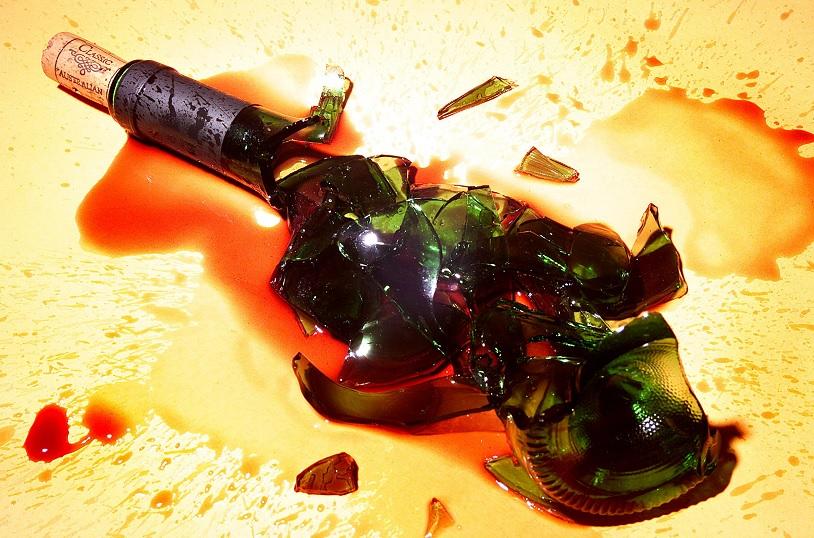 Avicii se suicidó con el cristal de una botella de vino