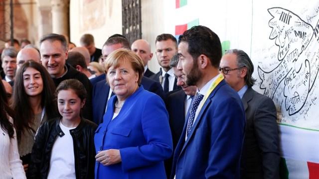 Merkel lamenta retiro de EU de acuerdo nuclear con Irán