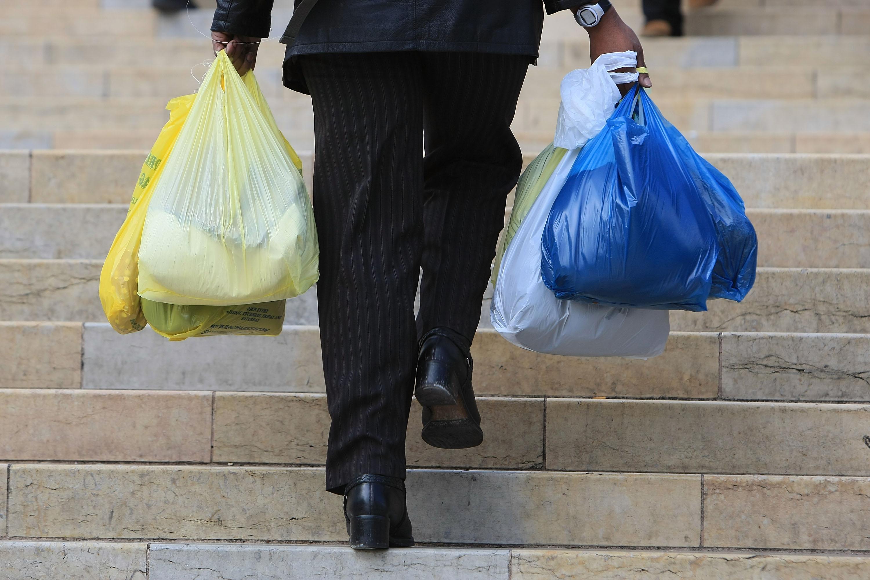 Senado aprueba ley que prohíbe el uso de bolsas de plástico — Chile