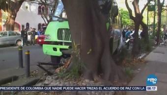 Chocan camión de pasajeros y auto en la colonia Del Valle
