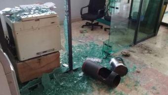 Manifestantes realizan destrozos en sede del Poder Legislativo, en Chilpancingo