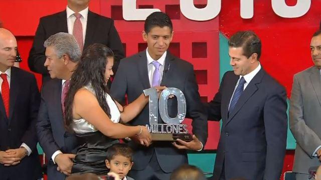Entrega Peña Nieto el crédito 10 millones
