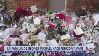 Familia de George Michael pide admiradores retirar ofrendas de las mansiones