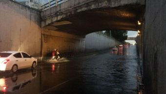 Al menos 15 encharcamientos tras lluvia y granizada en la CDMX