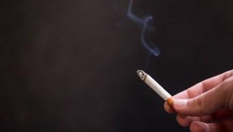 imagen-cigarro-fumador-intensivo-cuyas-piernas-son-afectadas-por-consumo-de-tabaco