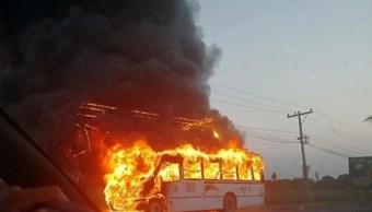 Se incendia camión urbano muy cerca de la Fiscalía de Veracruz