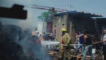 Explota tanque de gas en negocio de chatarra en Cosamaloapan, Veracruz