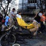 Padres con sus cuatro hijos cometen atentados suicidas contra iglesias en Indonesia
