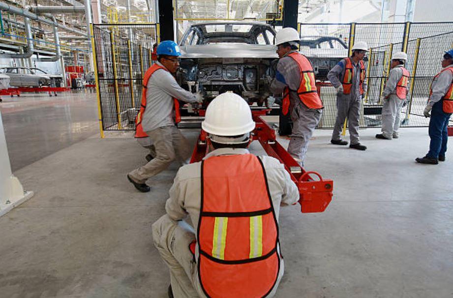 Industria automotriz fabrica más de 290 mil vehículos