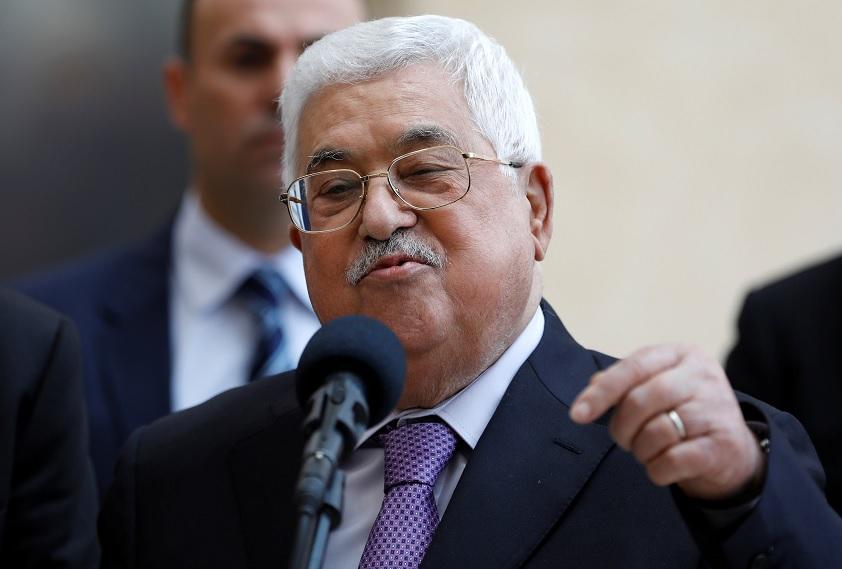 Abbas deja hospital tras estar internado por neumonía