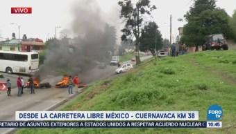 Manifestantes amenazan con extender bloqueo a la autopista México Cuernavaca