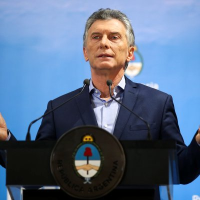 Mauricio Macri da por superada crisis cambiaria en Argentina