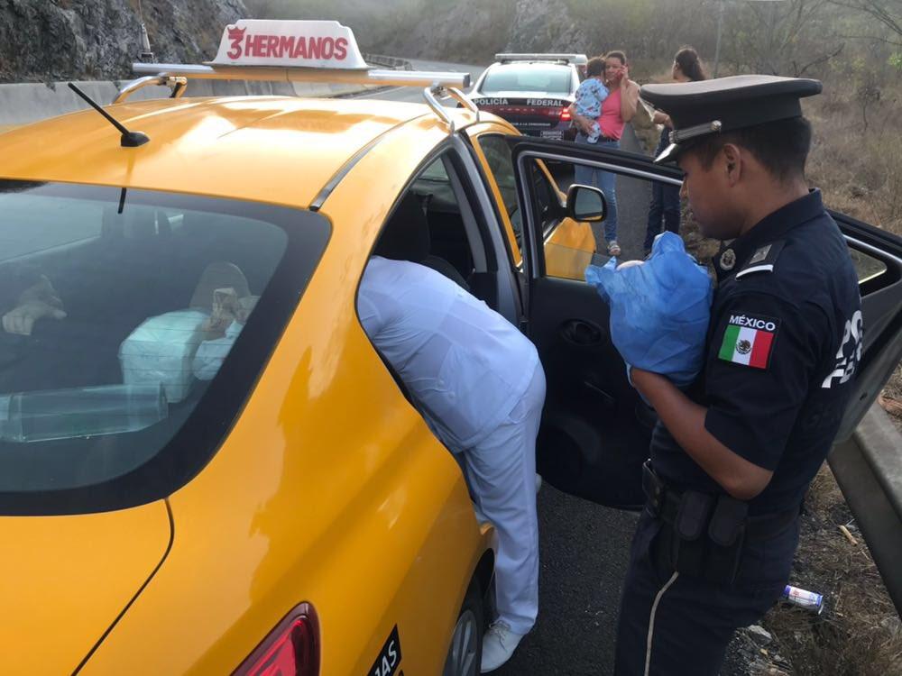 Mujer da a luz en la autopista Colima-Manzanillo