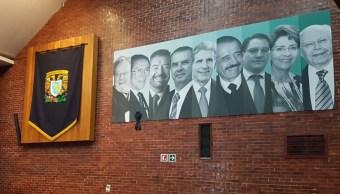 UNAM reúne a exsecrearios de Salud en presentación de libro