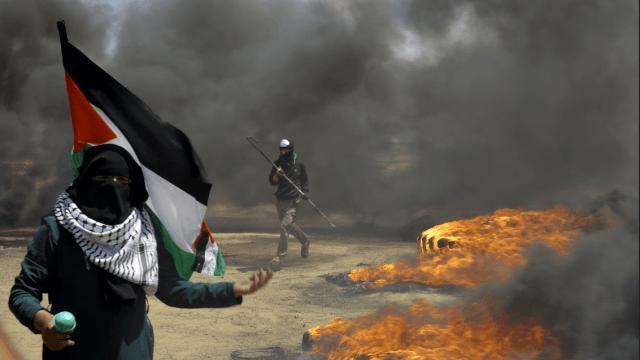 Palestinos protestan en la frontera entre Israel y Gaza 2. (AP)