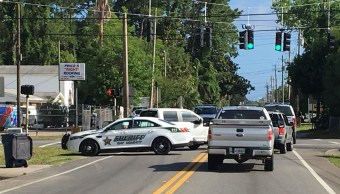 Policía rodea hombre atrincherado Panama City Florida
