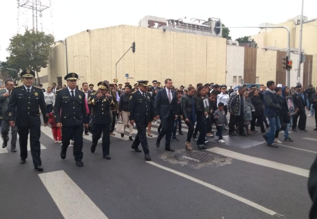 policias de la cdmx realizan homenaje a compañero