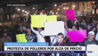 Polleros protestan en CDMX por alza de precio