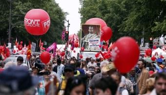 Manifestantes protestan en París contra las políticas de Macron