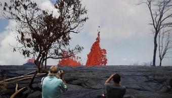 Recomienda desalojar zona turística Hawai inundación lava