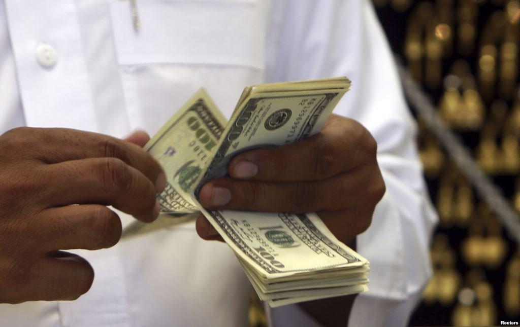 Analistas mejoran expectativa de dólar e inflación