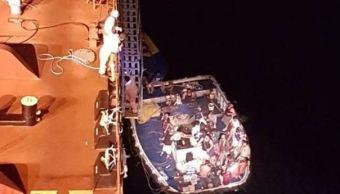 rescatan 24 pescadores incendio su embarcación mazatlan sinaloa