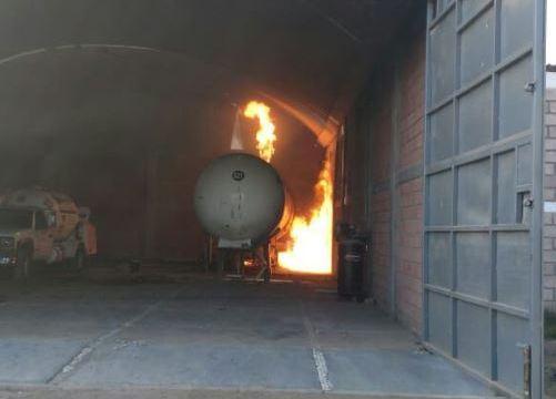 Se incendia pipa de gas LP en Zumpango