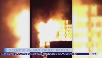 Se incendia y colapsa edificio en Brasil