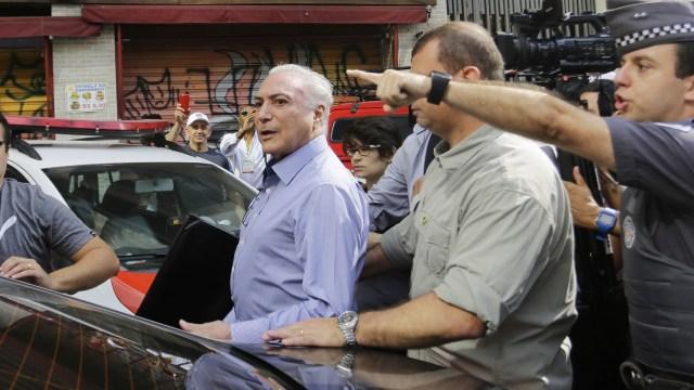 Gritan golpista a Temer al visitar afectados por incendio en Sao Paulo